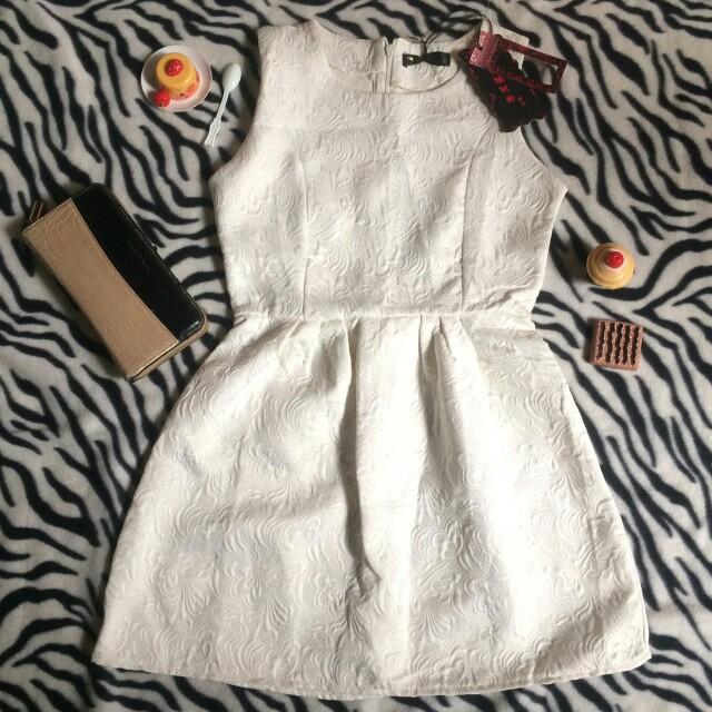 Dress import putih