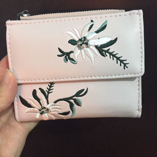 Embroidered small wallet