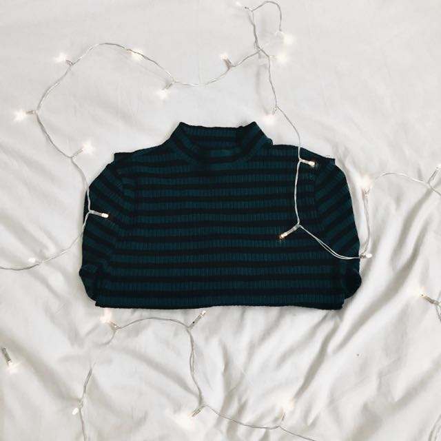 🛍FOREVER 21 Striped Cropped Top