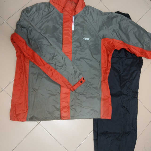Givi Raincoat size 3xl