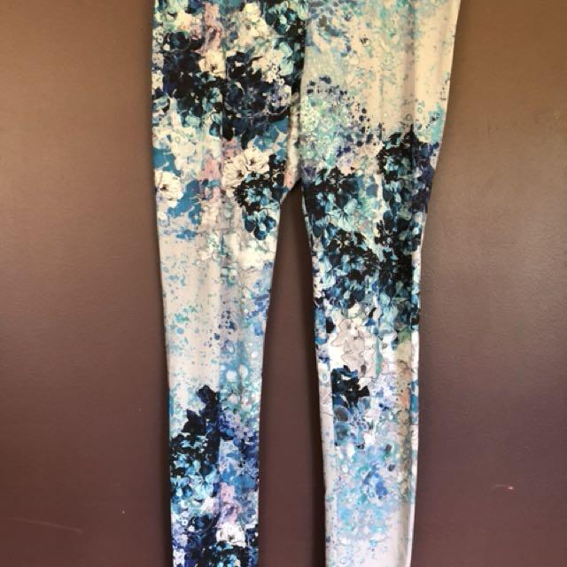 H&M blue floral leggings