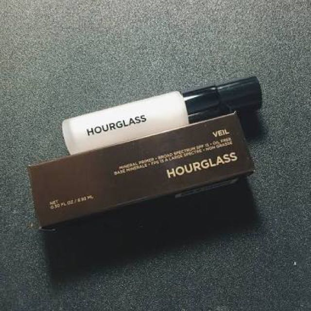 Hourglass mineral primer