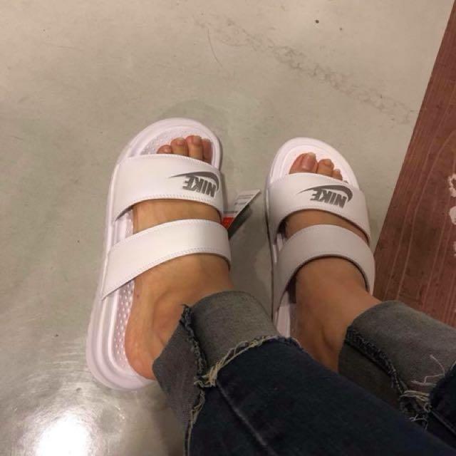 全新正品nike白色拖鞋