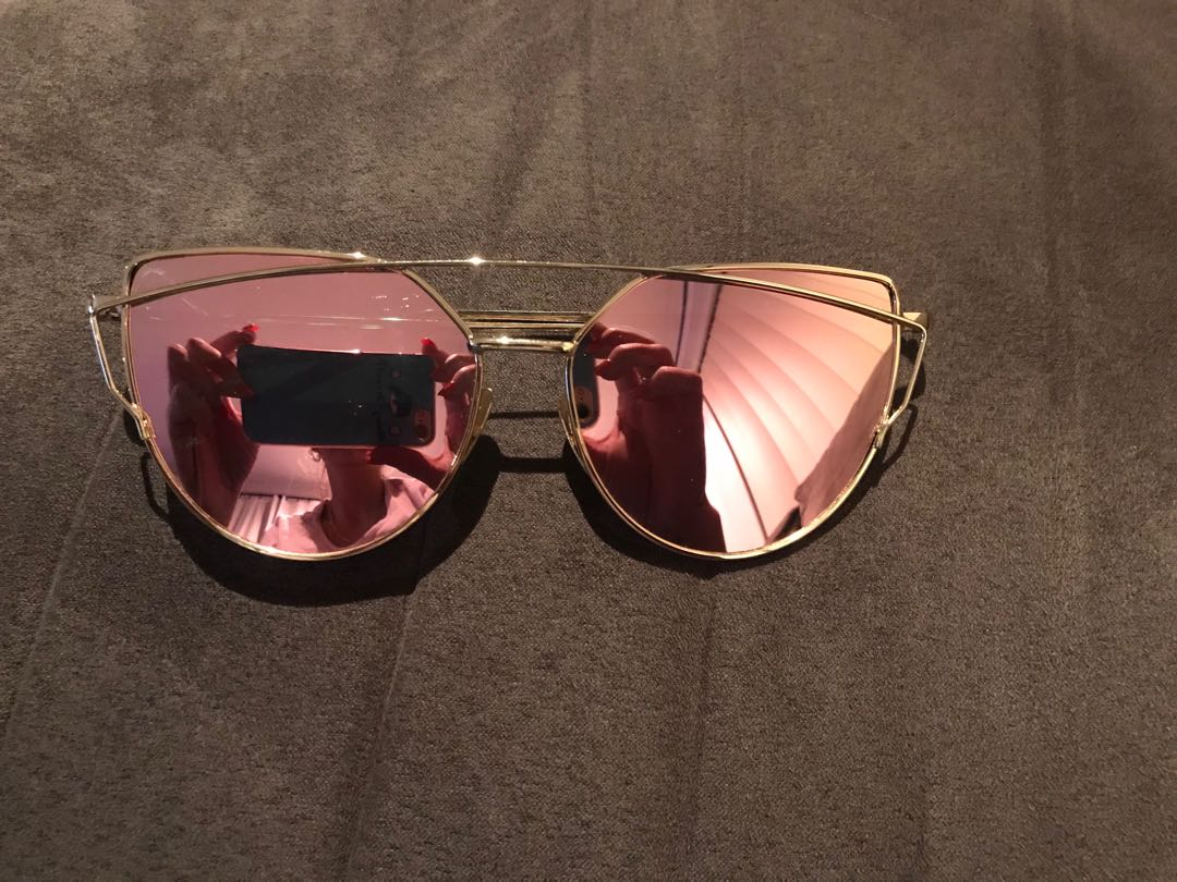 Rose Gold Sunglasses 🕶