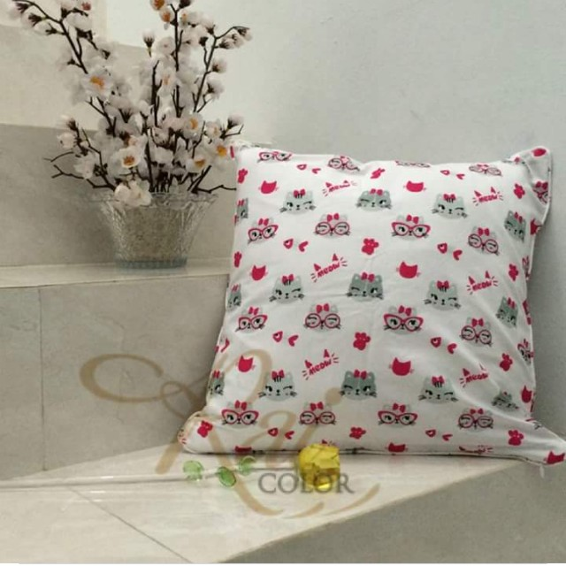 Sarung bantal sofa