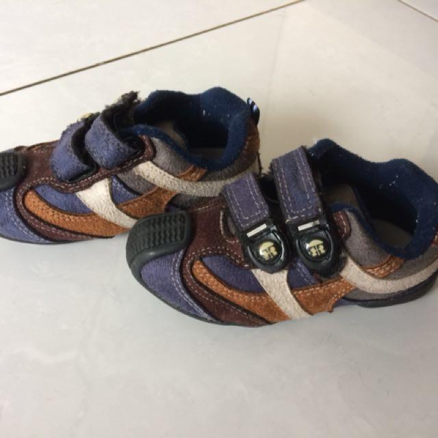 Sepatu baby millionaire