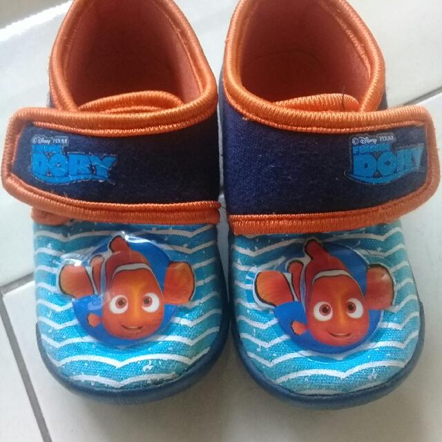 Sepatu Disney Karakter Nemo