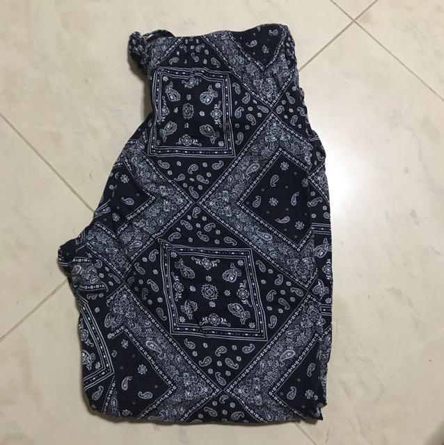 Uniqlo womans RELACO pants