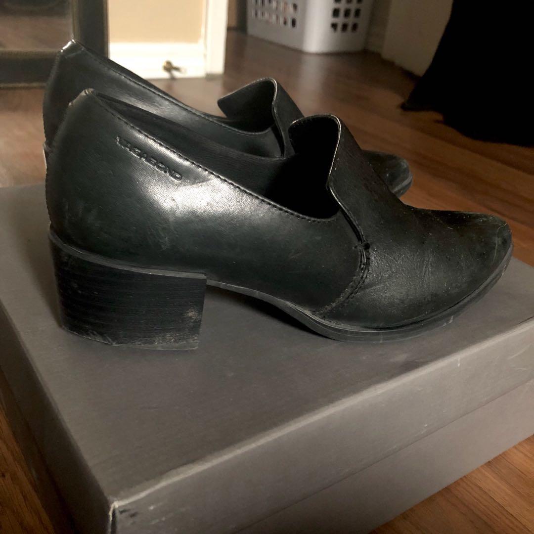 Vagabond Pointed Ankle Cut Shoes