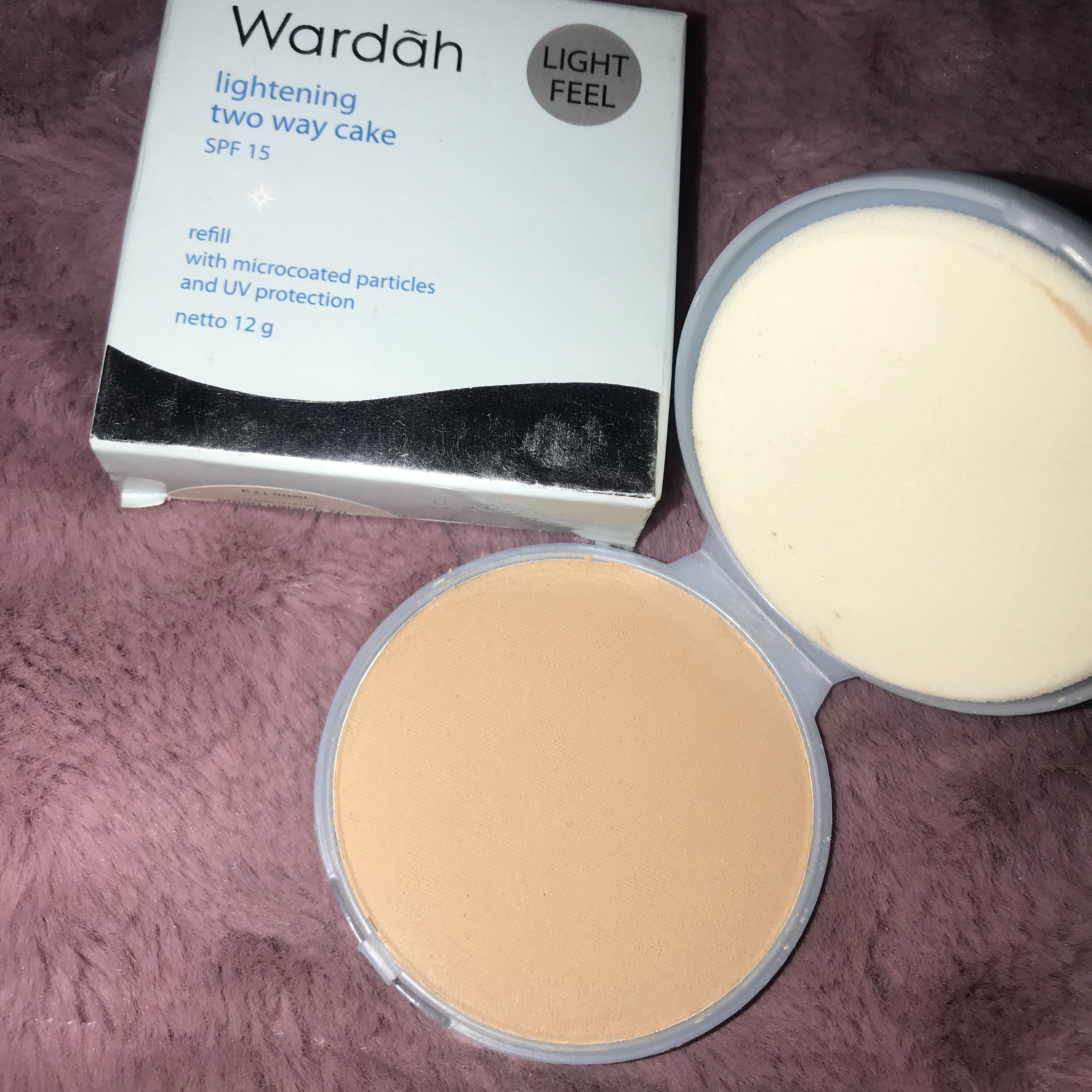 Wardah Lightening Two Way Cake Light Feel Twc Foundation Powder Health Beauty Makeup On Carousell