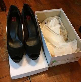 (90% off) brand new Pedder Red black satin high heels 38