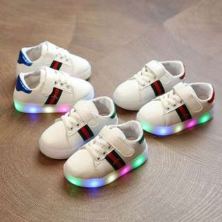 Children's shoes lights sports shoes 2018 spring boys skid shoes girls bees shoes shoes flash shoes