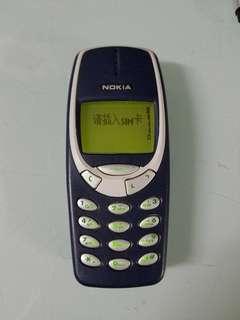 nokia 3310 簡體版,英文版,機背少了一個扣,問題不大,吾會甩,一電一火牛,老香港懷舊物品古董珍藏