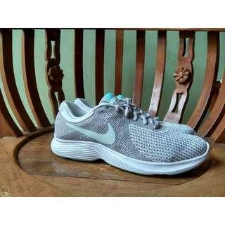 Nike Revolution 4 Running Original