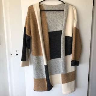 Cozy warm cardigan perfect for the  autumn/winter season :)