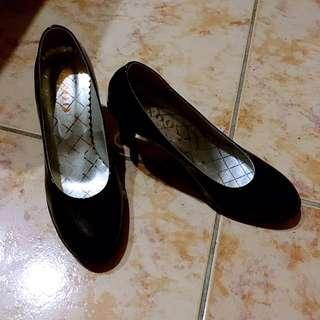 黑色24號高跟鞋