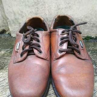 Sepatu carvil