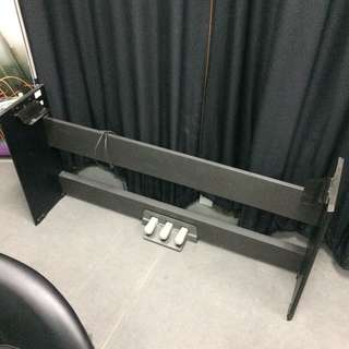 Yamaha P Series Piano stand with pedal