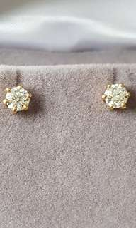 White diamond earrings 0.6cts