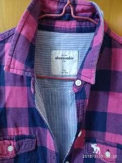 美國A&F春秋恤衫配搭牛仔褲非常型