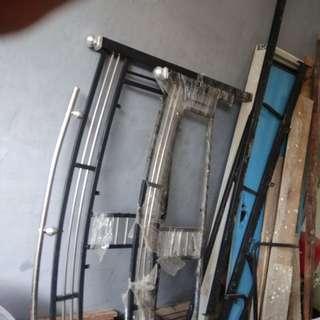 Kursi roda,tongkat 3 kaki dn 4 kaki ,tempat tidur besi