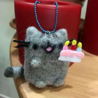 Handmade Pusheen inspired keychain - Pusheen says 'Happy Birthday to you' 🎂