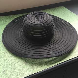Foldable black round rim hat