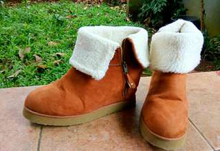 Sepatu Wanita New Look Winter Wedges Boot Size UK 39 / US 6 100% Original Price Rp 275.000,- (exclude ongkir)