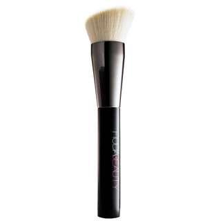 Huda Beauty Face Buff and Blend Brush