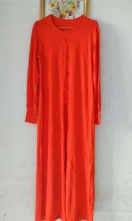 Dress panjang,belah bagian dpan bawahkancing.