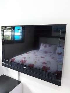 "Toshiba 32"" TV includes Wall Bracket"