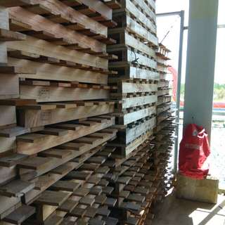 good condition wood pallets
