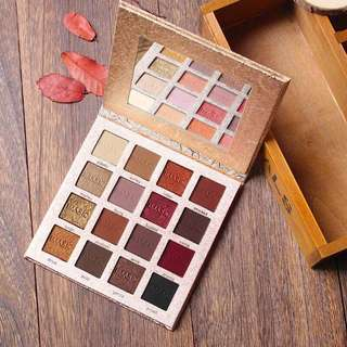 16 color pigmented eyeshadow palette