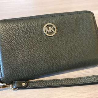 [BRAND NEW] Michael Kors large leather smartphone wristlet