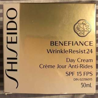 Shiseido benefiance wrinkle resist 24 day cream with SPF 15 (50ml)