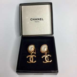 真品 Auth Chanel CC logo vintage earrings with box 復古大CC金色耳環