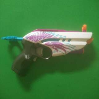 Nerf girl's toy gun