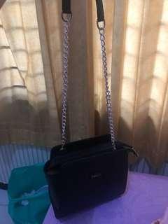 Beegie black sling bag