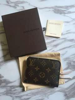 LV wallet special model