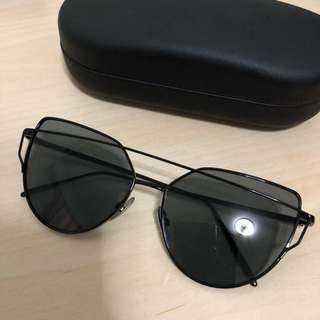 Sunglass / Fashion shade