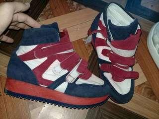 Sepatu Sport Wanita Kulit