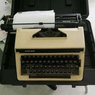 ADLER GABRIELE 13 Typewriter