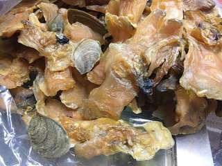 有奄黃肉大螺片,一斤$460,因為奄細身大,這種的奄多數已甩開,但黃肉螺片比紅肉螺片鮮甜,未食過的朋友,值得一試👍🏻