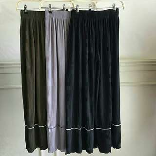 CLEO pleated pants Price : $26.50 with complimentary normal mailing