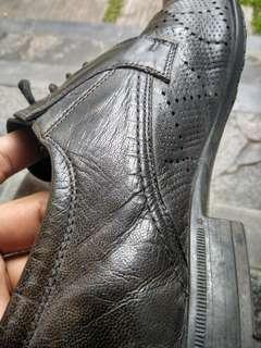 sepatu loiter