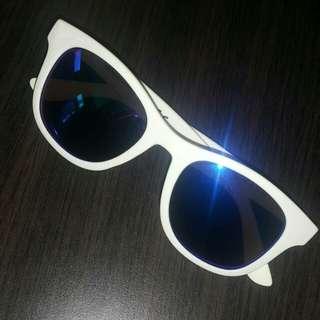 Kaca Mata / Sunglasses