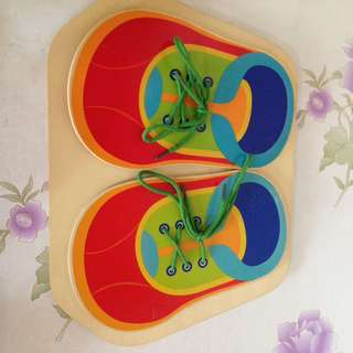Tying shoelace wooden shoes toy
