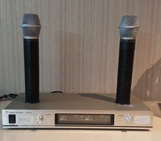 Wireless Microphone VHF Almost New Rechargeble
