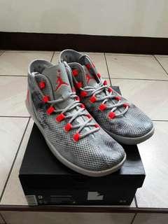 Jordan Reveal Premium size 9 (brand new)