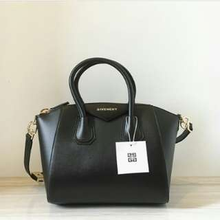 GIVENCHY ANTIGONA SMALL BAG IN LAMBSKIN BLACK